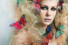 蝴蝶卷发长的妇女 库存照片