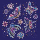 蝴蝶和花纹身花刺的汇集在守旧派样式的 库存照片