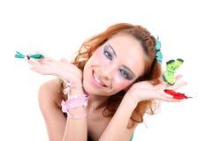 蝴蝶头发的红色妇女 免版税库存照片