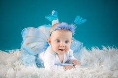 蝴蝶婴孩 免版税库存图片