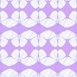 蝴蝶的无缝的样式在轻的淡紫色背景的 免版税图库摄影
