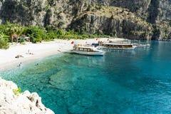 蝴蝶谷海滩,土耳其- 6月01 :游人参观著名 免版税库存图片