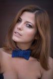 蝶形领结的俏丽的女孩 免版税库存图片