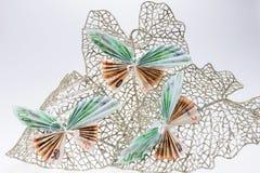 以蝴蝶的形式欧洲笔记在装饰闪烁的叶子 库存图片