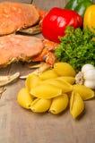 螃蟹意大利面食的成份 免版税库存照片
