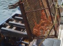 螃蟹捕鱼业在阿拉斯加 免版税库存图片