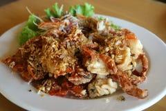 螃蟹油煎的大蒜壳软件 库存照片