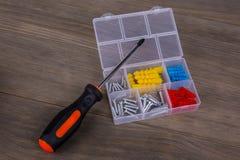螺丝刀和螺丝成套工具 免版税图库摄影