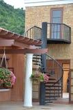 螺旋形楼梯和美丽的大厦 免版税库存图片