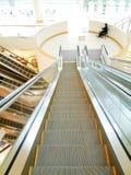 螺旋形楼梯和自动扶梯 库存图片