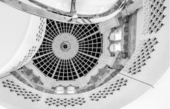 螺旋形楼梯屋顶详细的看法在塔特英国美术画廊的在伦敦英国 拍摄在黑白照片 库存照片