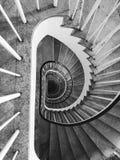 螺旋形楼梯视图黑白照片 库存图片