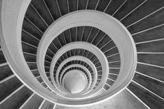 螺旋形楼梯黑白照片 库存照片