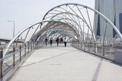 螺旋桥梁和小游艇船坞海湾沙子 免版税库存图片