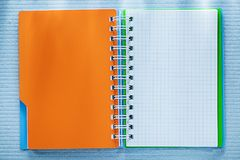螺旋被检查的笔记本直接地上面 图库摄影