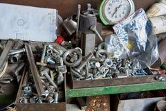 螺栓、洗衣机、坚果和金属制品 免版税库存照片