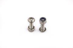 螺栓和螺母 加工在产业工作,产业后面的设备 免版税库存照片