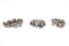 螺栓和螺母 加工在产业工作,产业背景的设备 免版税库存图片
