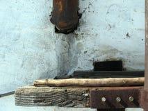 螺栓膏药铁锈木头 库存照片