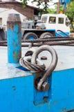 螺栓锚钩环和钢丝绳吊索 库存照片