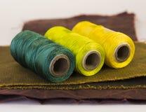 螺纹五颜六色的卷在一块皮革的 图库摄影