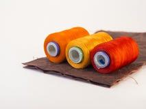 螺纹五颜六色的卷在一块皮革的 免版税图库摄影