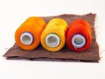 螺纹五颜六色的卷在一块皮革的 免版税库存图片