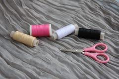 螺纹和剪刀短管轴  免版税库存图片