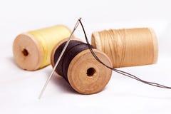 螺纹和针短管轴。 库存图片