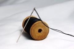 螺纹片盘和针 免版税库存照片