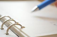 螺纹笔记本和笔 免版税图库摄影