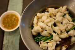 蟹肉用果冻面条用调味汁 库存照片
