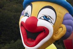 蠕动的小丑气球 免版税库存照片