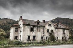蠕动的老房子 库存图片