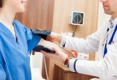 血压核对 免版税图库摄影