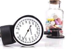 黑血压计和听诊器 库存图片