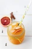 血橙和梨汁 免版税库存图片