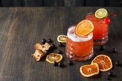 血橙在木背景的玛格丽塔酒鸡尾酒 免版税图库摄影