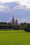 血液的教会救主和公园在圣彼德堡,俄罗斯。 库存照片