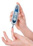 血液glucometer葡萄糖评定的测试 库存照片