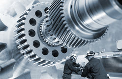 行业工作者和齿轮机械 免版税库存照片
