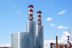 行业横向 有烟囱的热电厂 图库摄影