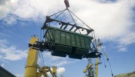行业海口 汽车的自转有五谷的使用塔吊 库存照片