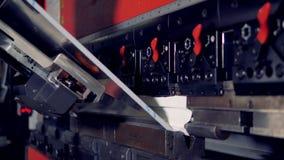行业设备 在行动的金属立弯机 4K 股票视频