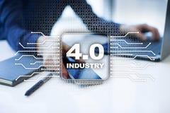 4行业 IOT 事互联网  聪明的制造业概念 库存照片