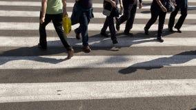 行人交叉路和阴影 图库摄影