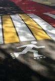 行人交叉路在公园 免版税图库摄影