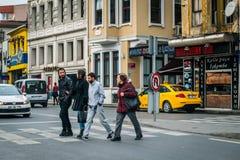 行人交叉路在Ostakoy在伊斯坦布尔,土耳其 免版税库存图片