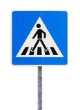 行人交叉路的蓝色方形的交通标志 免版税图库摄影