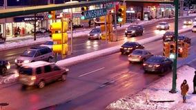 行人交叉路stree和运输流量顶面射击  股票录像